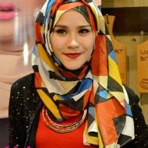 Jilbab Instant Syari Umi Pipik Model Warna B tutorial instant ala zaskia adya mecca yang cantik