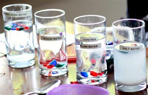 experimento agua con sal 4 experimentos con agua para ni 241 os cient 237 ficos sapos y