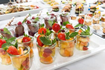 dekorieren eines speisesaals buffet partyzeit das buffet richtig dekorieren ern 228 hrung