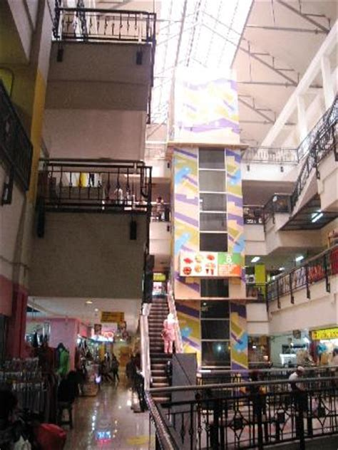 Karpet Bulu Di Pasar Baru Bandung shopping in pasar baru bandung trade center berita