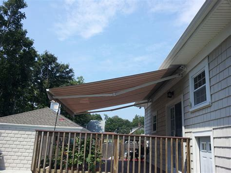 Awnings Massachusetts by Retractable Awnings Just In Time For American