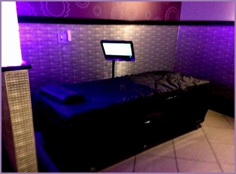 planet fitness massage bed 5 planet fitness massage beds work out picture media