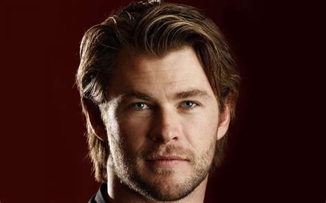 handsome actor with blue eyes chris hemsworth celebrities star movie actor face