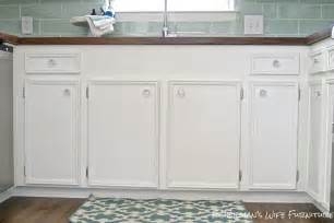 white kitchen cabinets with glass knobs quicua