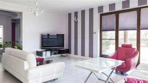 decorar pared salon grande sal 243 n grande en gris y blanco l 237 neas en la pared