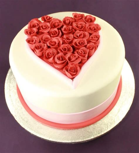 cakes for valentines day shaped fondant shaped flowers fondant cake for