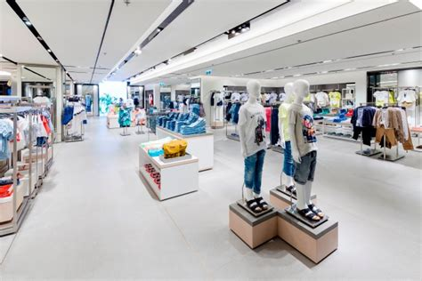 stories zara home opens first german store in frankfurt zara opens flagship store on queen s road central butterboom
