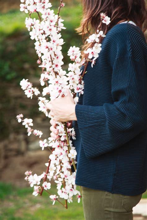 fiori di mandorle intrecci di vita e di impasti brioche con marmellata di
