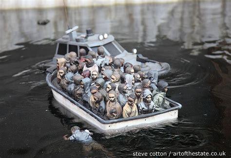 dismaland refugee boat バンクシー最新作 ミューラルに込められた意味 ノイズキング