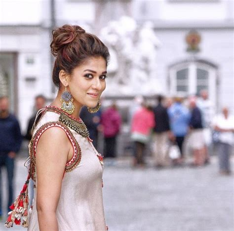 film india heroine nayanthara latest pictures in saree photos