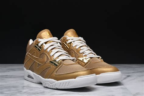 nike air tech challenge 3 raise trophies in the nike air tech challenge 3 wimbledon