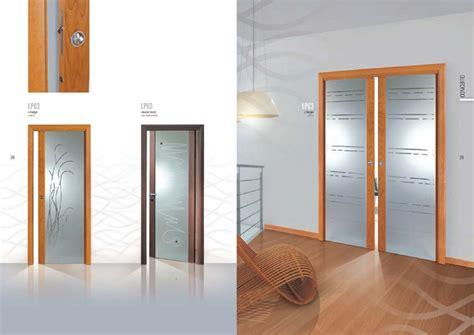 porte scorrevoli con vetro porta scorrevole a due a ante con decorazioni su vetro