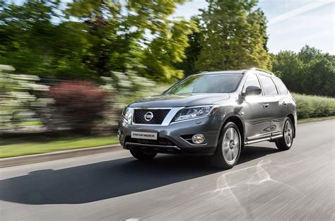 nissan moscow 2015 nissan pathfinder and sentra sedan debut in moscow