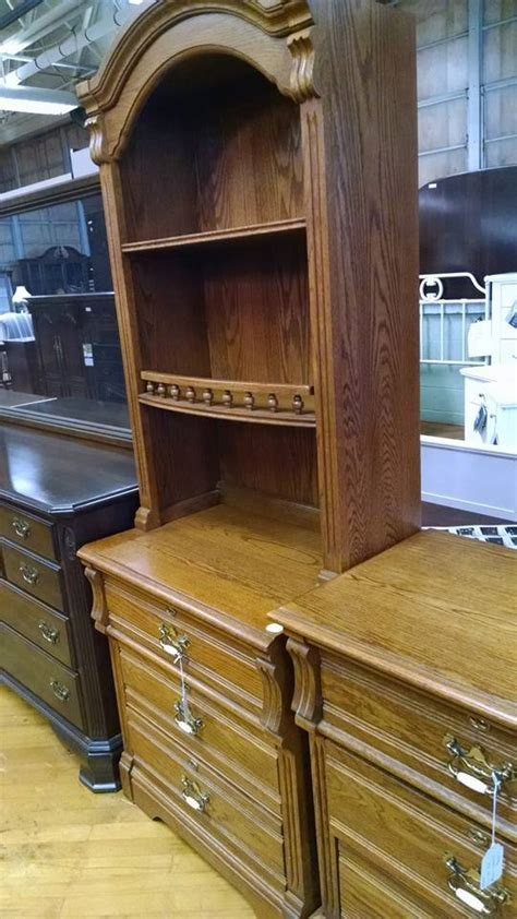 lexington oak bedroom furniture delong s furniture pre owned bedroom furniture
