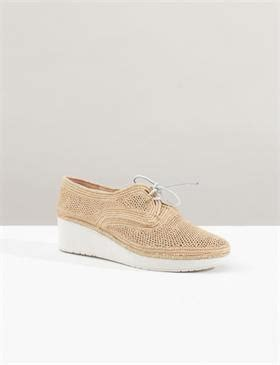 creatures of comfort shoes 17 best images about comf shoes on pinterest beige
