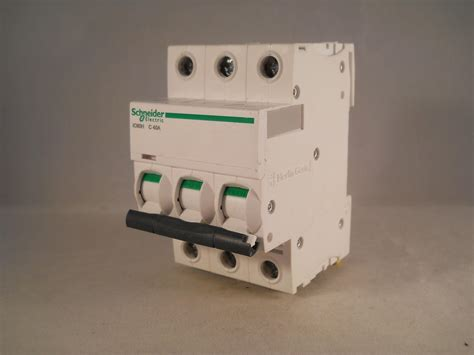 Mcb Schneider 40 A 1 Pas schneider mcb 40 acti9 ic60h type c 40a pole 3 phase a9f54340 willrose electrical