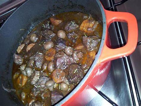 cuisiner une 駱aule de sanglier recette de daube de sanglier 224 la proven 231 ale