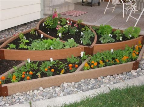Ideas Small Gardens Unique Vegetable Garden Ideas For Small Garden Spaces With Wood Raised Bed And Gravel Ideas