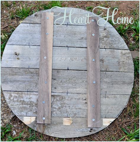 hometalk 6 simple tips on finding free pallets and reclaimed materials hometalk easy diy pallet clock