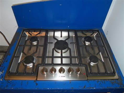 bosch 800 gas cooktop bosch 800 series 30 quot gas cooktop ngm8054uc stainless