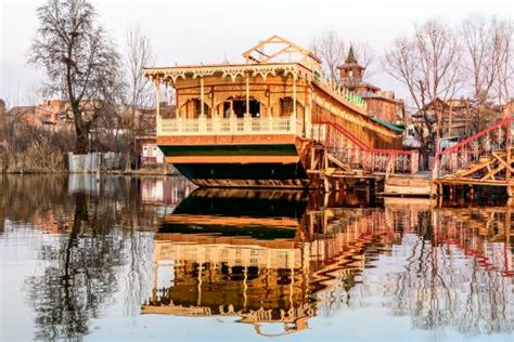 affordable house boats super deluxe houseboat in kashmir naaz kashmir