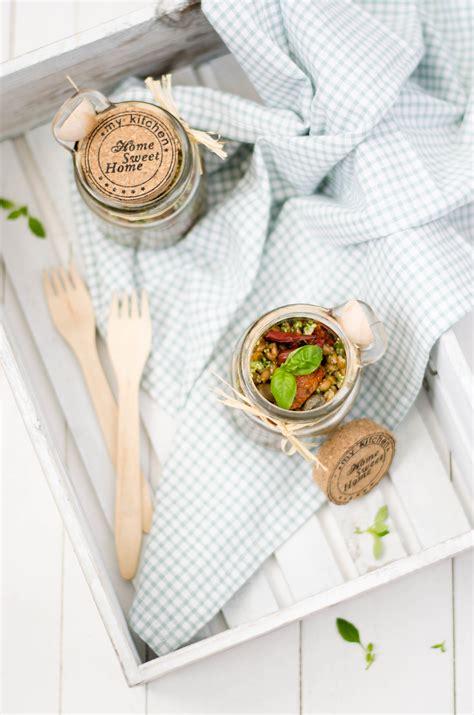 ricette con foglie di sedano farro e grano con pesto di foglie di sedano e la