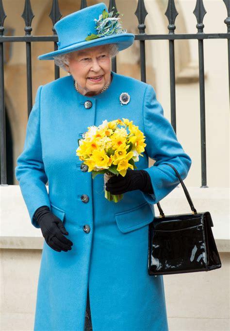 queen elizabeth handbag can helen mirren make the queen s handbag famous
