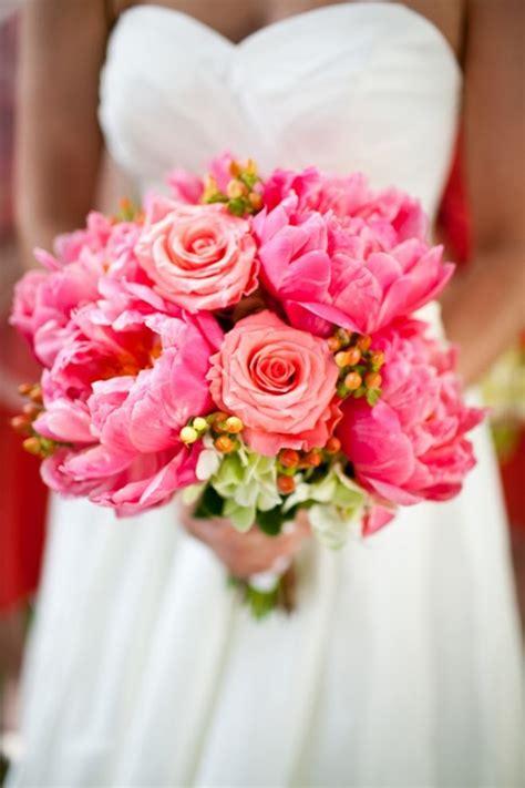 romantic spring wedding bouquets