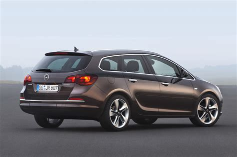 Opel Astra 1 4 by Opel Astra 1 4 2013 Auto Images And Specification