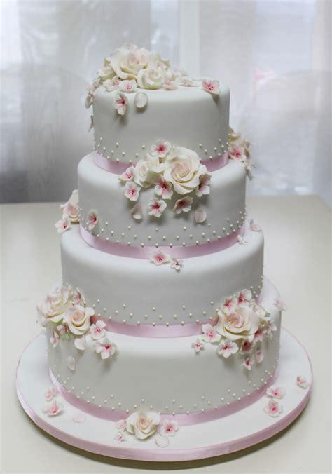 Hochzeitstorte 10 St Ckig by Hochzeitstorten Etagere Montieren Echten Blumen Auf