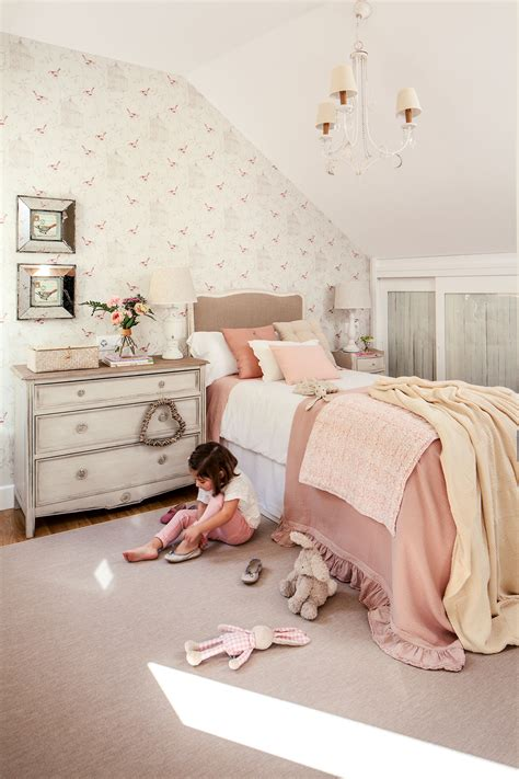 como decorar un cuarto que esta pintado de blanco decora la habitaci 243 n infantil con papel pintado