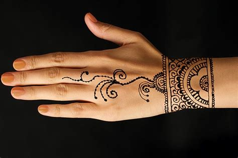 10 beautiful bracelet mehndi designs that are intricately