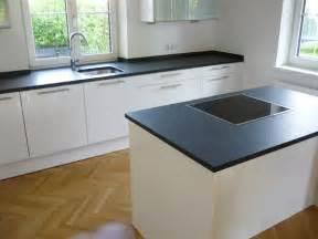 küchen arbeitsplatten k 252 che k 252 che wei 223 mit schwarzer arbeitsplatte k 252 che wei 223