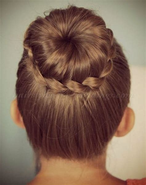 Easy Flower Hairstyles by 25 Best Ideas About Flower Hairstyles On