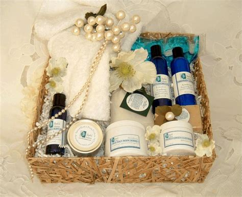 Wedding Gift Hers India by Best 25 Wedding Gift Baskets Ideas On Bridal