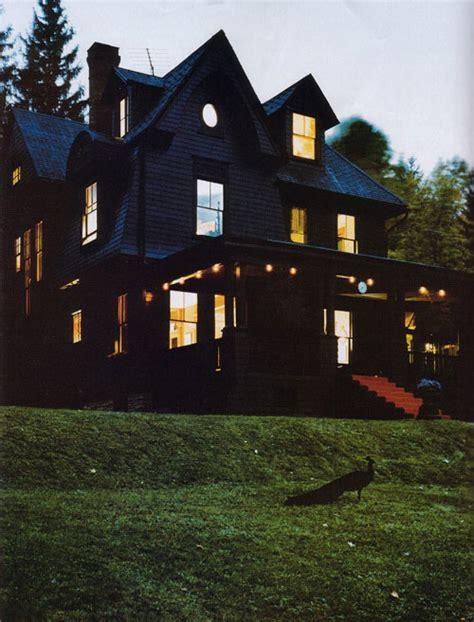 black houses enhabiten black house