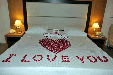 1st night bedroom decoration romantic bed decoration for wedding night to ensure that