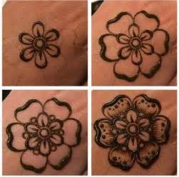 tattoo prozess eines henna tattoos muster blume tattoo