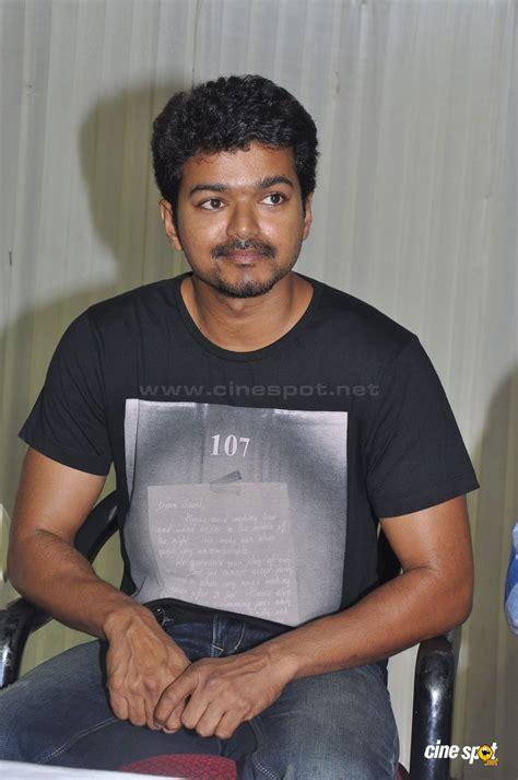 actor vijay flash news tamil comedy teasing stills holidays oo