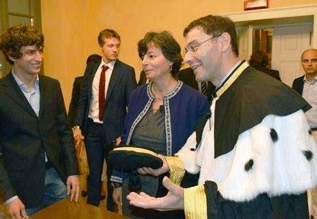 ministro istruzione carrozza carrozza sfuggente per studenti il ministro carrozza non