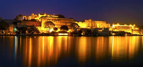 India Luxury Train by City Palace Udaipur Udaipur City Palace History Entry