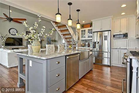 love  sink  faucettraditional kitchen  complex granite counters kitchen island