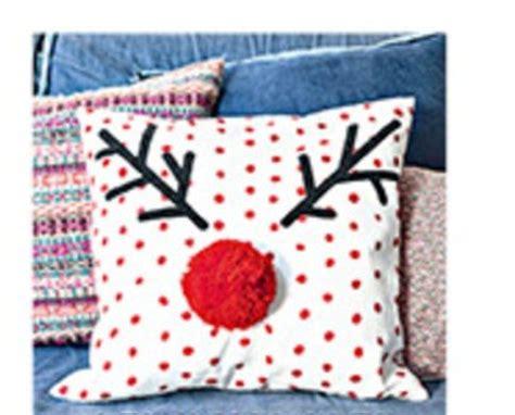 cuscini natalizi fai da te come realizzare un divertente cuscino renna fai da te per