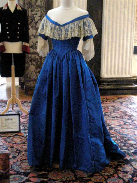 Dress Serli Elegan planning for 1840s gown arbiter elegantiarum