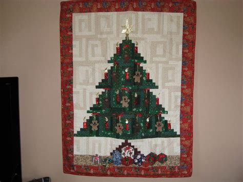 pattern for christmas tree quilt 16 best christmas quilt patterns images on pinterest