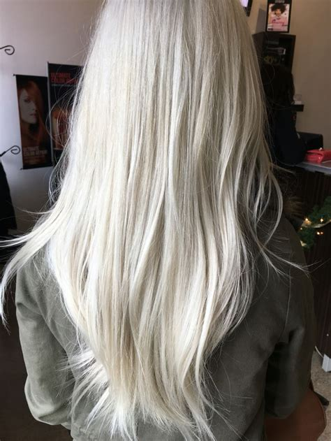 best clothing colors for platinum hair best 25 ash blonde hair dye ideas on pinterest silver