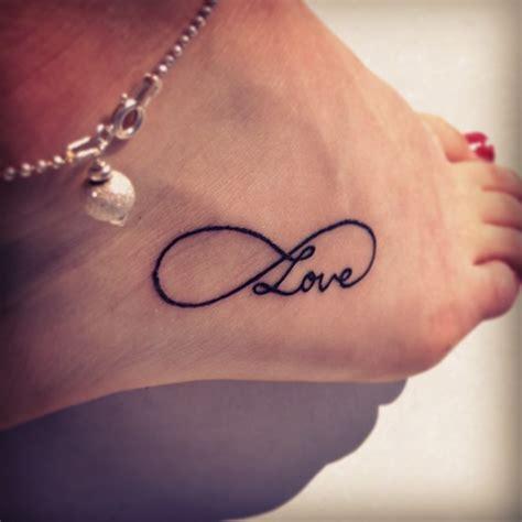 imagenes de tatuajes de un infinito signo infinito y frase love tatuajes para mujeres