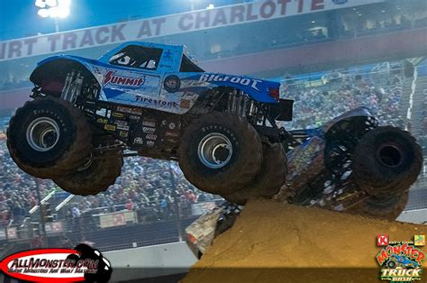 bigfoot monster truck 2014 bigfoot hooked on top at back to bash 2014