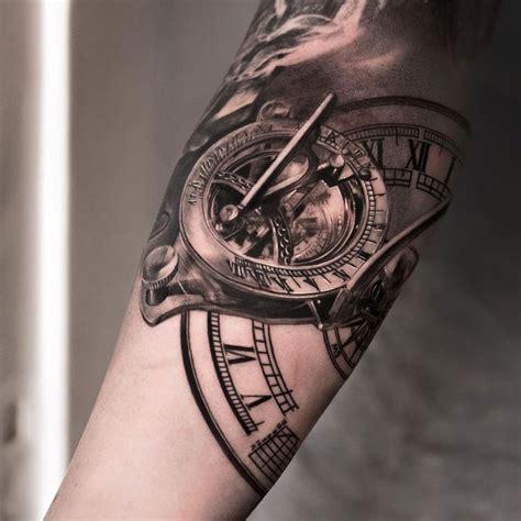compass tattoo ellenbogen die besten 25 ideen zu uhrwerk tattoo auf pinterest