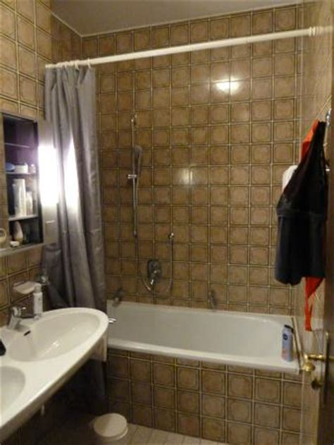 badezimmer 80er aufpeppen fliesen 70 er 80er jahre stil bild endorfer hof